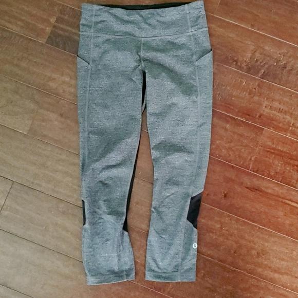 Womens size 6 Lululemon crop leggings